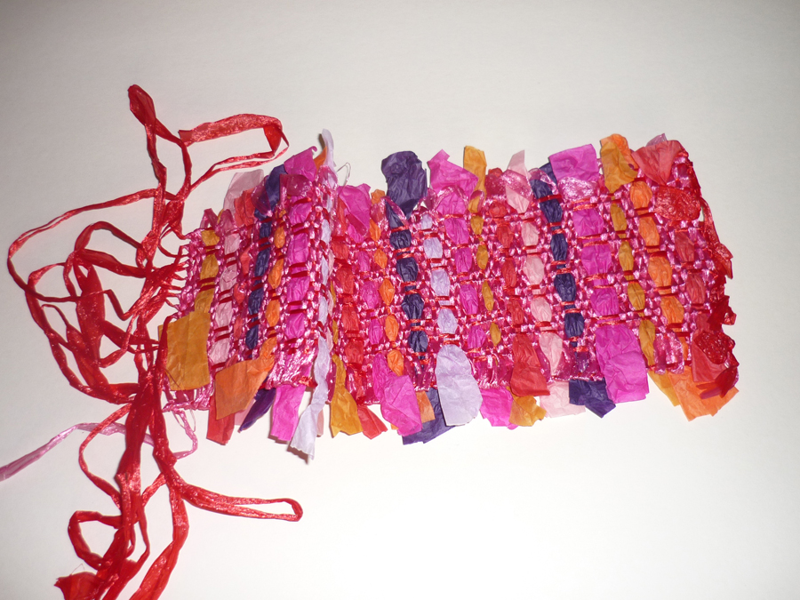 pièces pour parure festive = chaine : raphia et trame : papier de soie (verso)